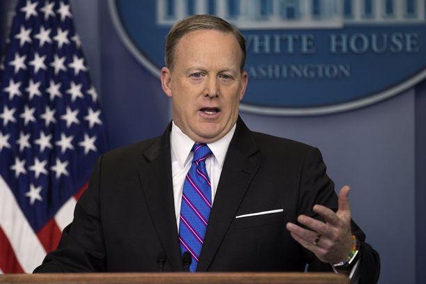 Sean Spicer selitti asiaa toimittajille.