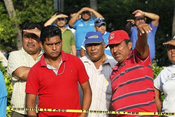 Pelastustöihin osallistui myös vapaaehtoisia.