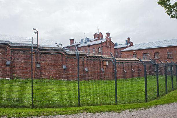 Epäillyillä on kontollaan useita eri pituisia vankeustuomioita. Arkistokuva Helsingin vankilasta.