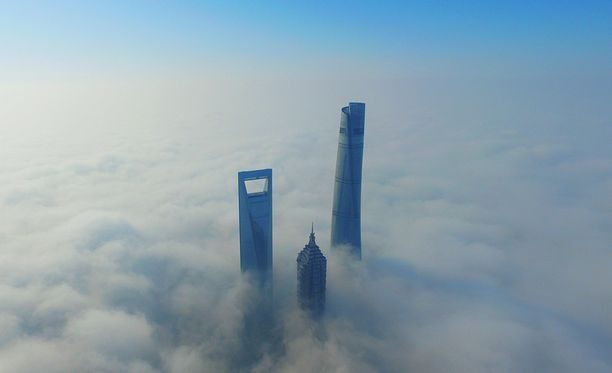 World Financial Center (vas.), Jinmao Tower ja Shanghai Tower.