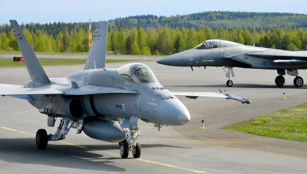 Yhdysvalloilta harjoitukseen osallistuvat Boeing F-15 -hävittäjät ja Suomelta Hornet-monitoimihävittäjät.