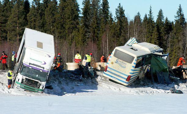 Onnettomuuspaikalle saapuneita pelastajia odotti karu näky.