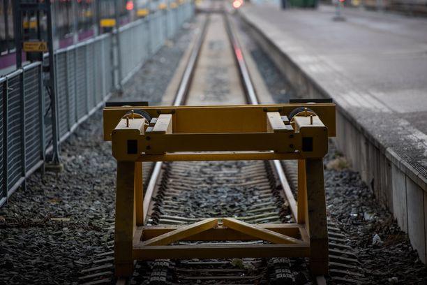 Olematon vaunu odotti Joensuun-matkustajia Helsingin päärautatieasemalla perjantaina.