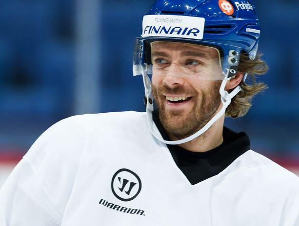 Ville Leinosta jalostui tähtipelaaja Jukka Jalosen HPK:ssa kausilla 2005–07.