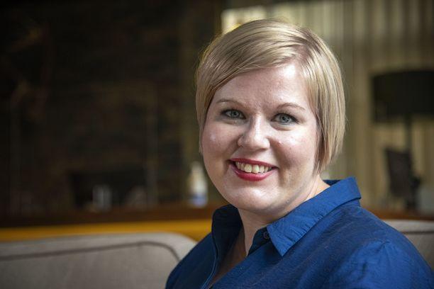 """""""Puoluekokouksen henkilövaalin jälkeen on aina voittajia ja häviäjiä ja molemmilla on iso vastuu puolueesta"""", Annika Saarikko sanoo Oulussa Iltalehden haastattelussa."""