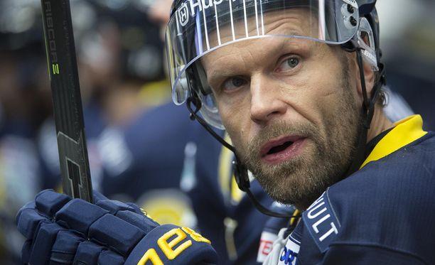 Jere Karalahti pelaa nykyään ruotsalaisessa HV71:ssä.