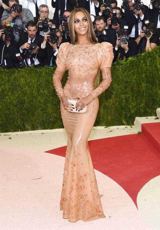 Beyonce, asu Givenchy by Riccardo Tisci