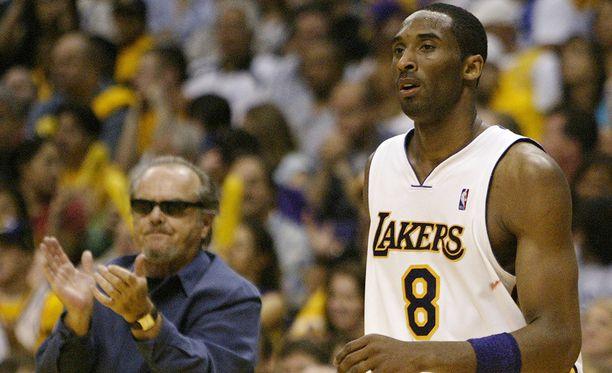 Jack Nicholson oli vakiokasvo Lakersin peleissä Kobe Bryantin huippuvuosina.