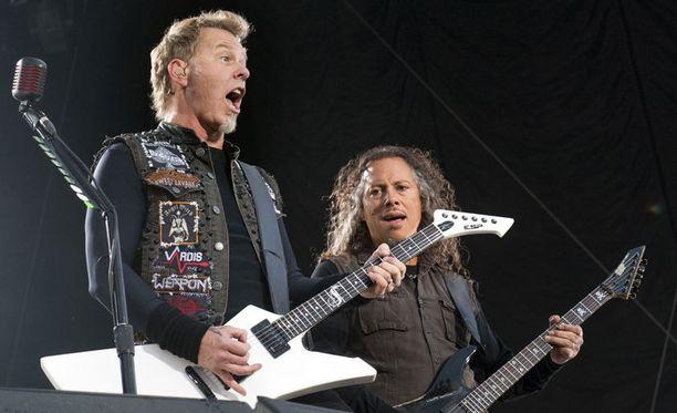 Metallica tykitti Kalasatamassa 21 kappaletta.