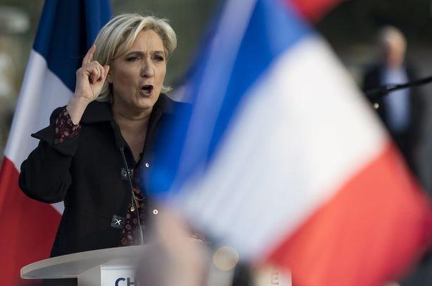 Ranskalaiset äänestävät presidentinvaaleissa sunnuntaina. Marine Le Pen lähtee vaalipäivään gallupien mukaan takaa-ajoasemasta.