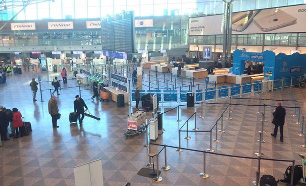 Finavian viestintäjohtaja Mikko Saariaho arveli Iltalehdelle, että maanantaina normaaliin päiväjärjestykseen päästään lentoasemilla hyvin nopeasti.