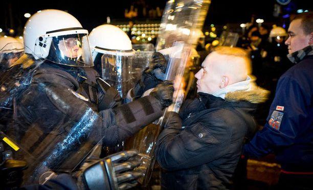 Anarkistien mielenosoitus työllisti poliisia myös viime vuonna.