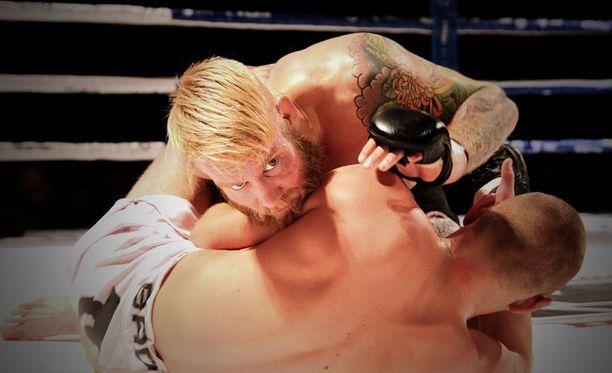 Juho Valamaa ottelee lauantaina Turun Fight Night Finland 9 -illassa ranskalaista Davy Gallonia vastaan.
