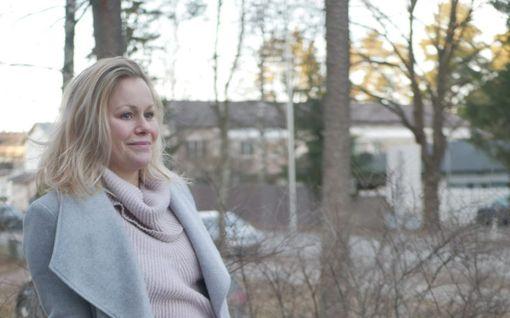 """Jennin, 35, terveys mureni verkkovalmennuksessa – dieetti vei yli puolet hiuksista: """"Kun käänsin päätäni, hiuksia vain huljahti pois"""""""