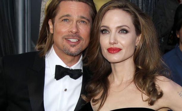 Mitähän Angelina lahjastaan tuumasi?