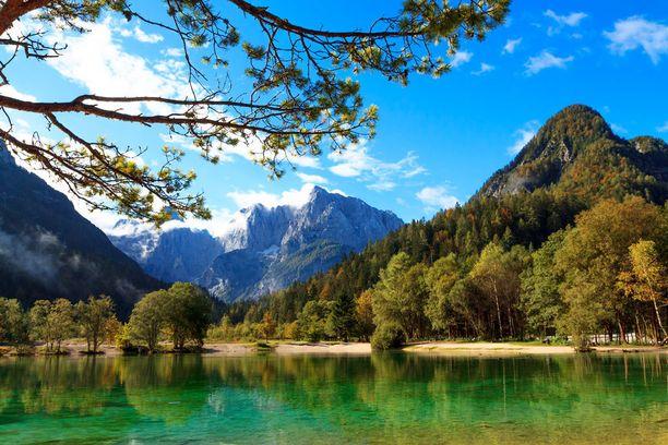 Slovenian kuvankaunista vuoristoa.