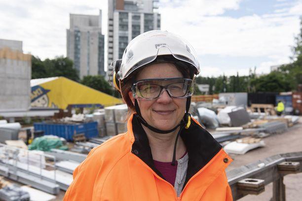 Metro on aikataulussa ja budjetissa, vakuuttaa viestintäjohtaja Satu Linkola.
