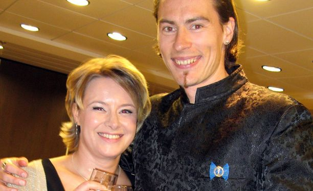 Tommi Evilä ja hänen puolisonsa Asta Kuusisto vuonna 2010 yleisurheilun gaalaristeilyllä.