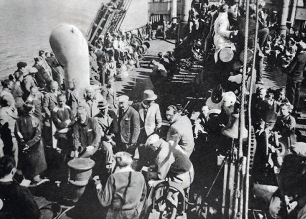 Suomalaisia SS-miehiä matkalla Saksaan toukokuussa 1941.