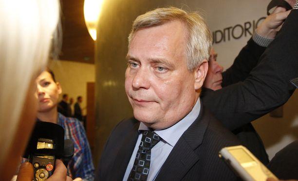 SDP:n puheenjohtaja Antti Rinne lupaa puolueelta auttavaa kättä mahdollisuuksien mukaan.
