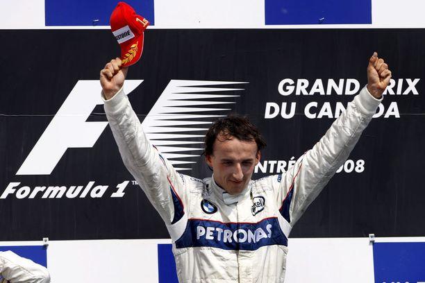 Räikkösen ja Hamiltonin kolarointi helpotti Robert Kubican tietä tämän uran ainoaan F1-osakilpailuvoittoon.