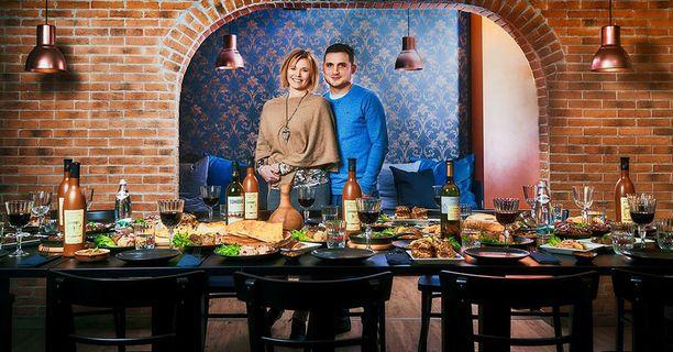 Seuraava Rioni avautuu marraskuussa Turussa, kertovat Sini Salminen ja Nika Nikuradze.