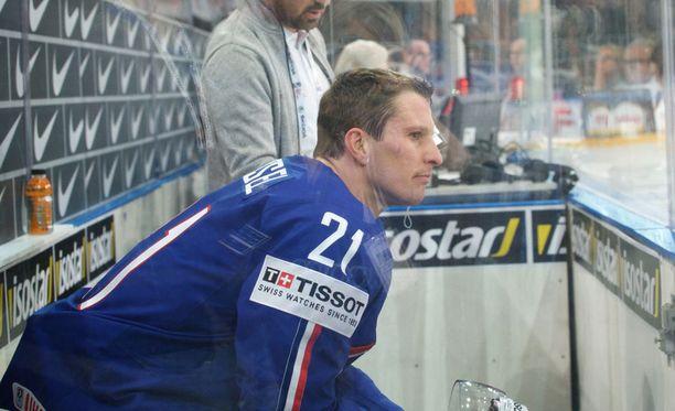 Antoine Roussel istui sunnuntainakin jäähyboksissa.
