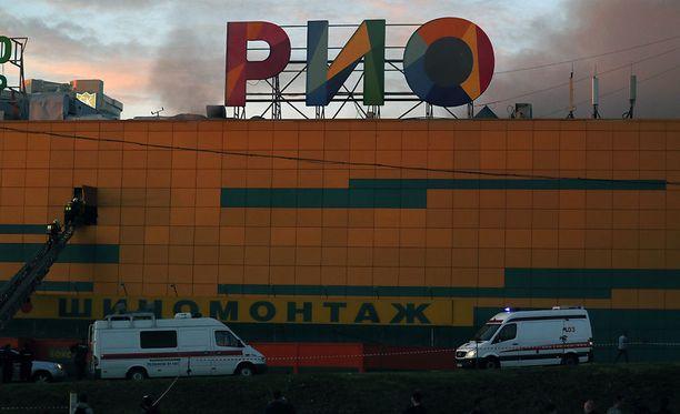 Yli 2000 ihmistä evakuoitiin RIO-ostoskeskuksessa syttyneen tulipalon vuoksi.