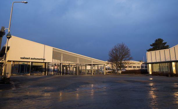 Valmet Automotiven tehtaalla syttyi tulipalo. Arkistokuva.