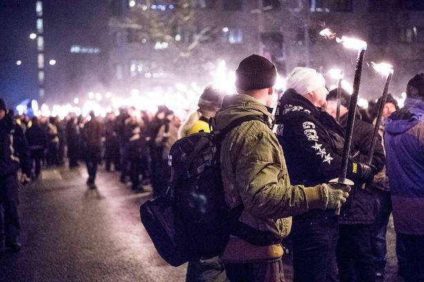 Poliisin mukaan Töölöntorilta lähteneeseen 612-kulkueeseen osallistui 2800 ihmistä.