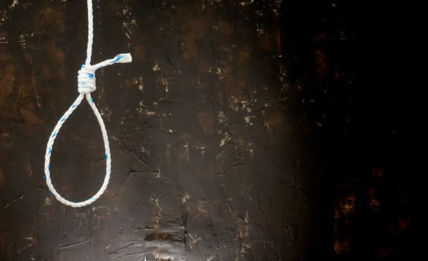 Poliisit jättivät hirttosilmukalla asuntonsa koristelleelle viestin. Kuvituskuva.