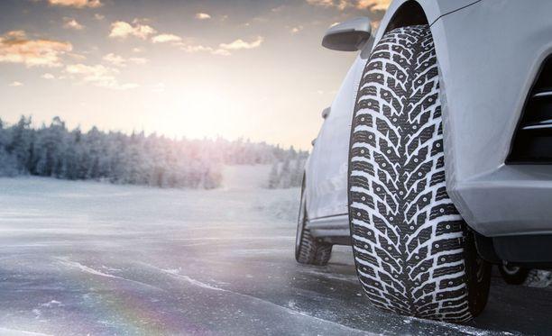 Nokian Renkaat oli Kauppalehden mukaan toimittanut vuosina 2005–2014 parempia renkaita rengastesteihin kuin myyntiin.