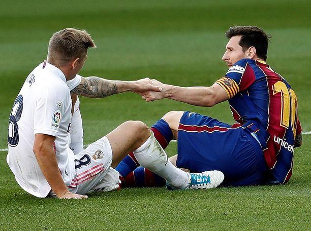 Real Madridin Toni Kroos ja Barcelonan Lionel Messi kohtaavat lauantai-iltana.