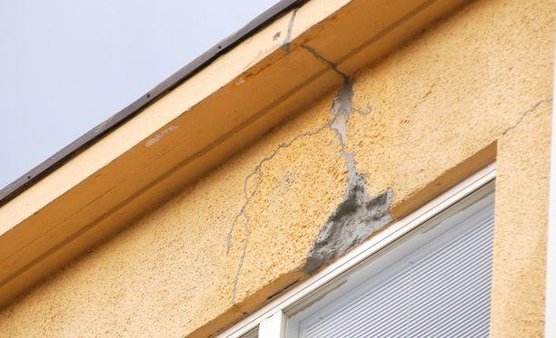 Raportin mukaan kuntien kiinteistökannasta suuri osa on 1960- ja 1970-luvuilta, ja aikakauden rakennustavoista moni on sittemmin tunnistettu riskirakenteiksi.