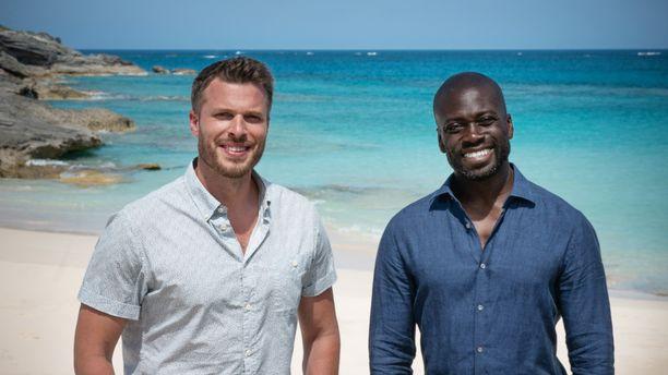 Kolmiosaista uutuussarjaa juontavat Rick Edwards ja Ortis Deley. Bermudan kolmio avautuu heidän takanaan.