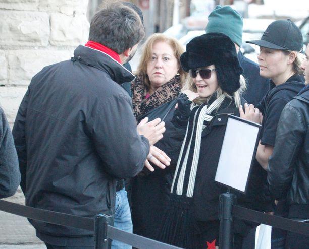 Popin kuningatar kävi vierailulla nähtävyyksissä.