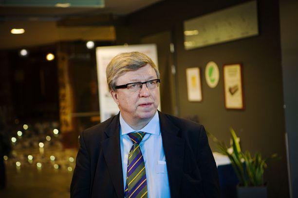 Timo Laaninen valmistui teologian maisteriksi ja etsii pappisvirkaa.