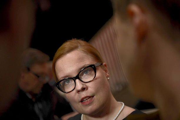 Entinen sosiaali- ja terveysministeri Laura Räty toimii nykyisin Terveystalon liikentoimintajohtajana.