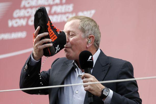 Martin Brundle ajoi 1980-90-luvuilla 158 GP-starttia useiden eri tallien riveissä. Uransa jälkeen Brundle on toiminut lajin asiantuntijatehtävissä. Toisinaan hänet on nähty haastattelemassa kärkikolmikkoa palkintokorokkeella - ja juomassa kuohujuomaa Daniel Ricciardon ajokengästä.