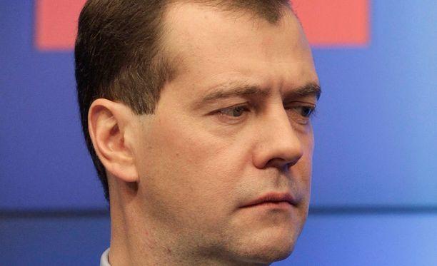 Venäjän pääministeri Dmitri Medvedev kertoi Venäjän leikkaavan reilusti budjettiaan.