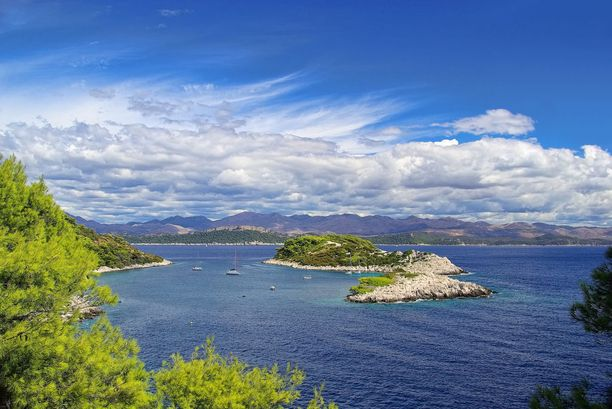 Sekä Splitistä että Dubrovnikista pääsee ihanille saarille. Dubrovnikin läheltä löytyvää Mljetiä on kehuttu jopa maan saarista kauneimmaksi.