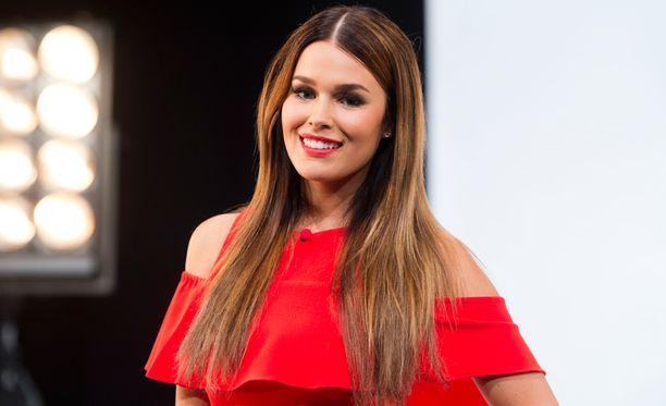 Vuoden 2011 Miss Suomi Sara Sieppi juontaa Nelosen ohjelmaa Kiss Bang Love Suomi.