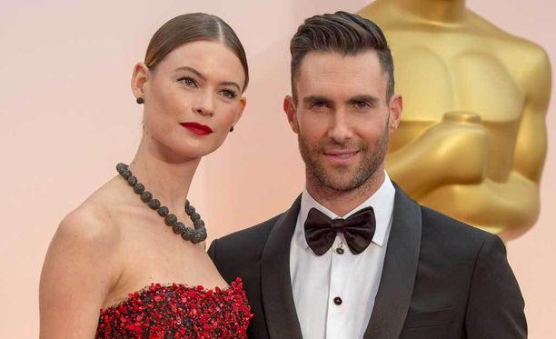 Adam Levine on naimisissa mallina työskentelevän Behati Prinsloon kanssa.