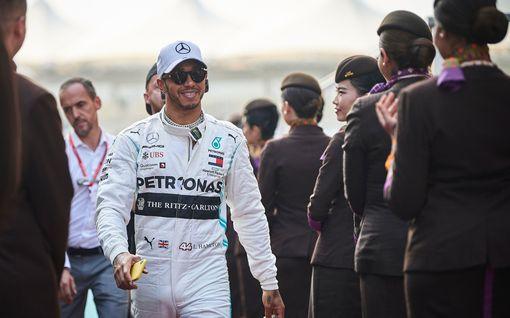 """Nähdäänkö Lewis Hamilton valkokankaalla? F1-kuski kävi Hollywood-tähtien suosimalla ampumaradalla: """"Olen valmis"""""""