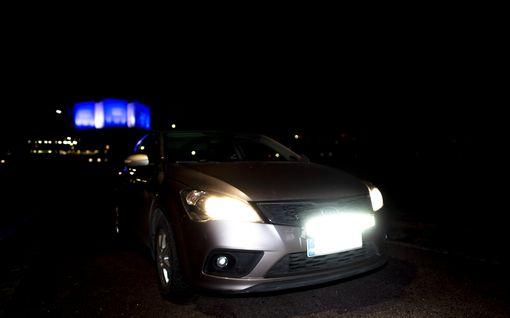 Näin asennat LED-lisäkaukovalot autoosi itse - huimasti lisävalaisua pimeille mökkiteille!