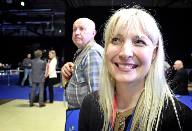Laura Huhtasaari nousi perussuomalaisten uusi 1. varapuheenjohtajaksi kesäkuisessa puoluekokouksessa.