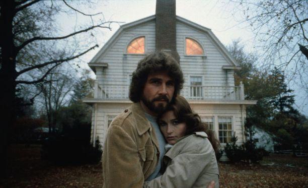 George ja Kathy Lutzia näyttelivät elokuvassa James Brolin ja Margot Kidder.