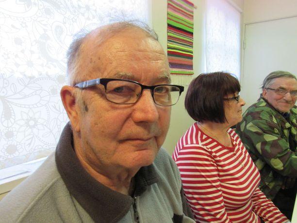 Leskeksi jäänyt Paavo Tornikoski, 75, kiittää Siikaisten yhteishenkeä ja vireyttä.