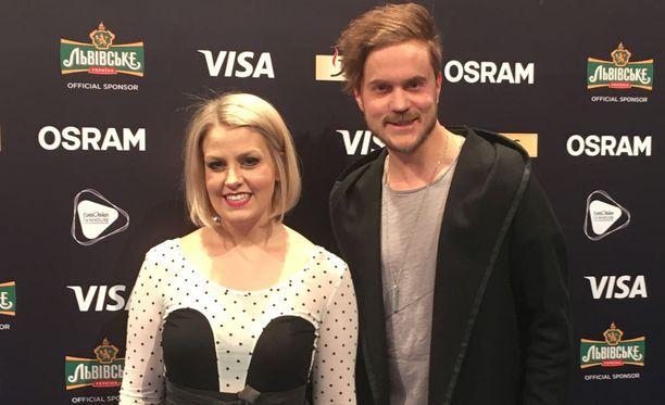 Leena Tirronen ja Lasse Piirainen ovat Norman John, jota suomlaiset eivät kuitenkaan saa äänestää.