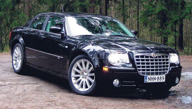 tosikuskille SRT Design -tehdastuunattu Chrysler on järisyttävä auto ajaa.